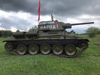 Tank T-34-76, replica on the move